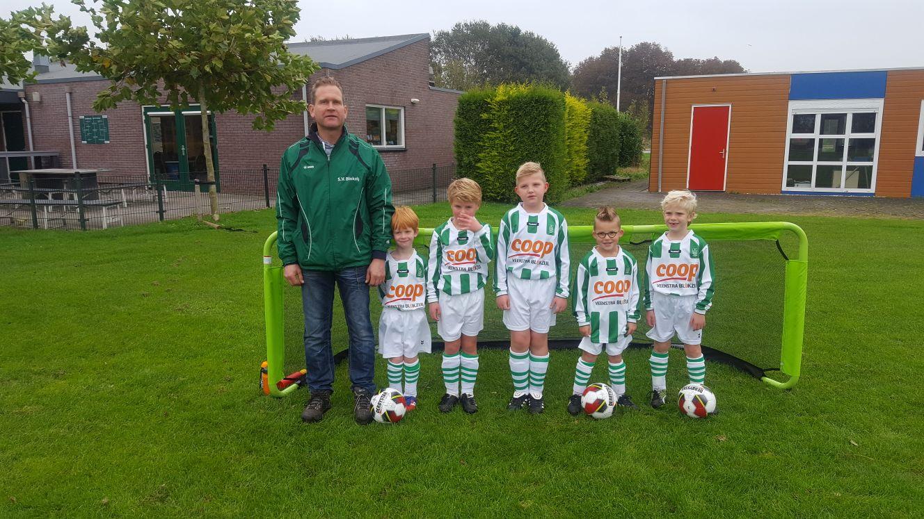 Van links naar rechts: Martin Kamphuisen (trainer en leider), Tycho Kamphuisen, Finn van Schendel, Jayden Wouters, Kayden Pit en Karst Klinkert